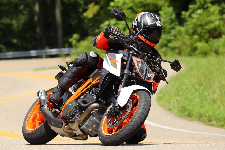 2017 ktm 1290 super duke r review the beast 2 0. Black Bedroom Furniture Sets. Home Design Ideas